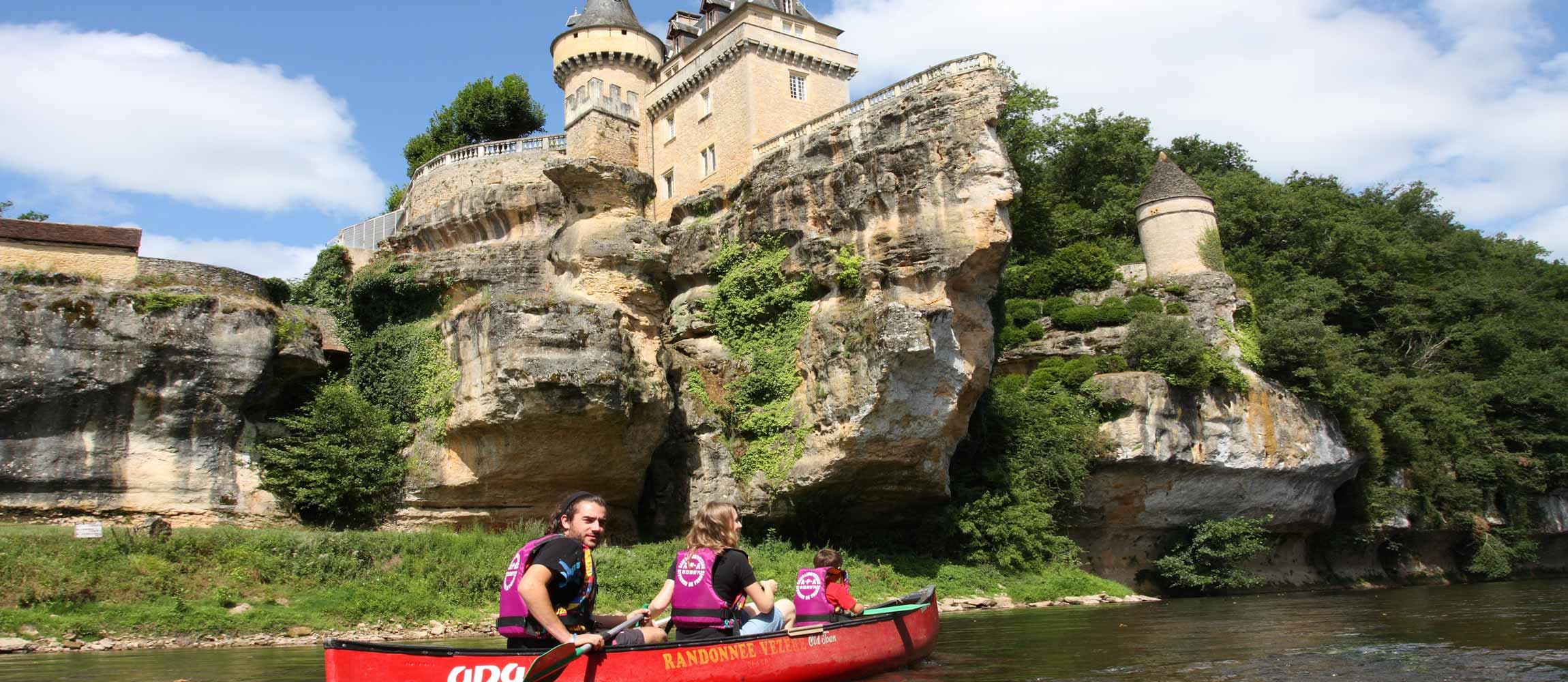 Canoeing on Vezere river with Aventure Plein Air - Canoë Vézère